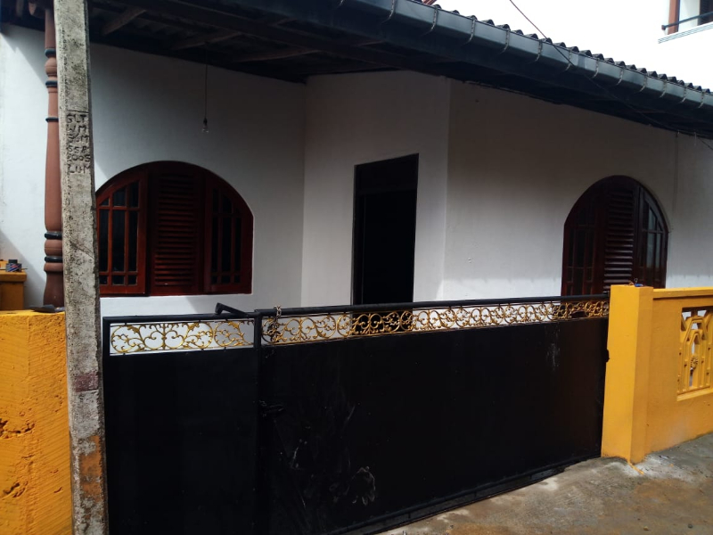 House for rent 50 m away from Old Awissawella road